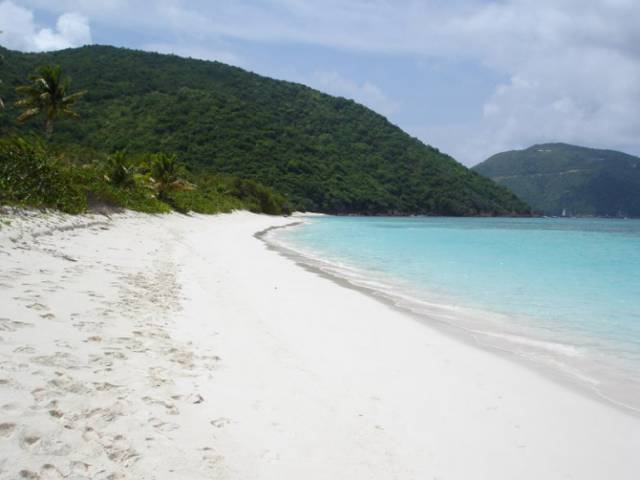 5. เกาะกัวนา, หมู่เกาะเวอร์จินของสหราชอาณาจักร
