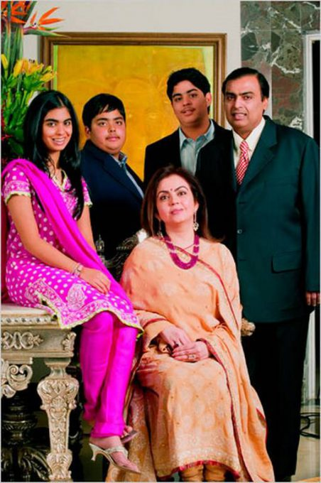 mukesh-ambani-and-family-photo3