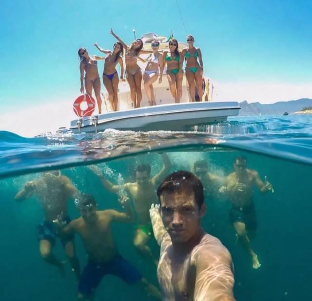 16 Group Selfie