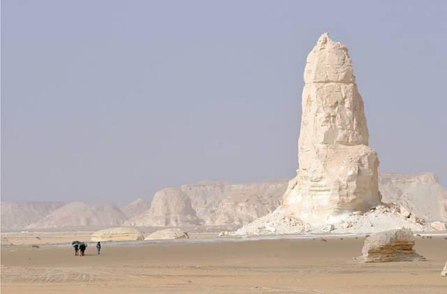 3. หินรูปทรงประหลาด ในทะเลทรายขาว 1