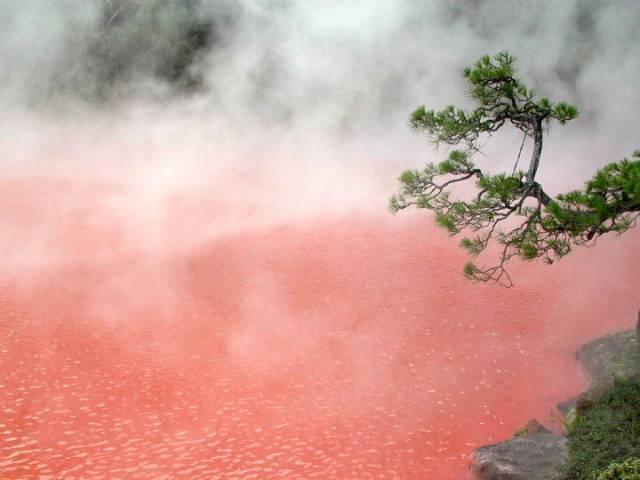 4. บ่อน้ำพุร้อนสีเลือด 1