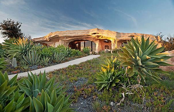 5. บ้านของ Dick Clark ที่ได้แรงบันดาลใจมาจากบ้านของฟลินท์สโตน ที่สหรัฐอเมริกา