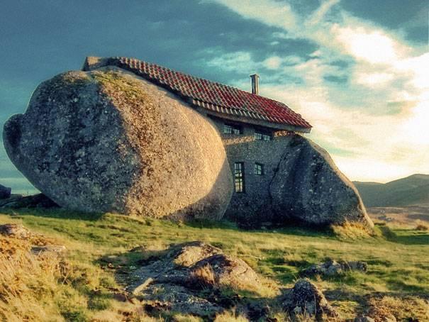 8. บ้านหิน โปรตุเกส