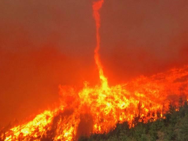 10. ปรากฏการณ์ เสาเพลิงหมุน ( Fire whirl )