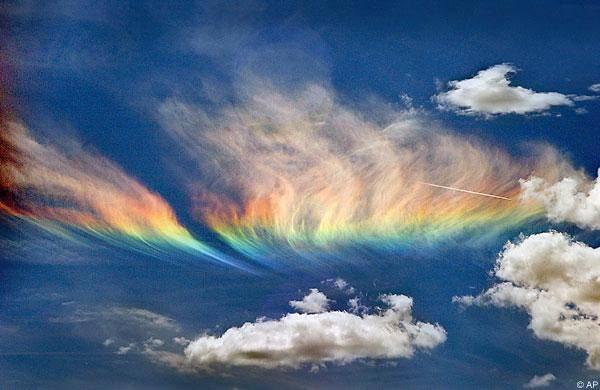 3. ปรากฏการณ์ รุ้งเพลิง (fire rainbow)2