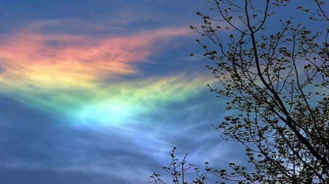 3. ปรากฏการณ์ รุ้งเพลิง (fire rainbow)5