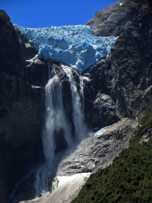 32. Ventisquero Colgante Falls, Chile
