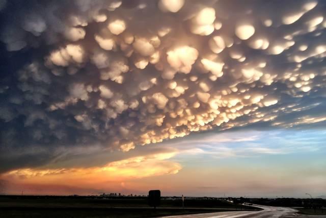 5. ปรากฏการณ์ เมฆสวยที่สุดในโลก ( Mammatus Clouds )