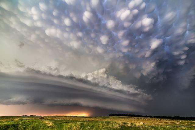 5. ปรากฏการณ์ เมฆสวยที่สุดในโลก ( Mammatus Clouds )2