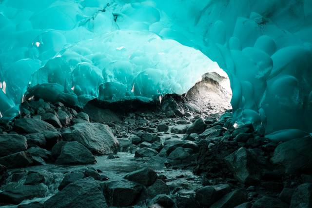 7. ถ้ำน้ำแข็ง เมนเดนฮอลล์