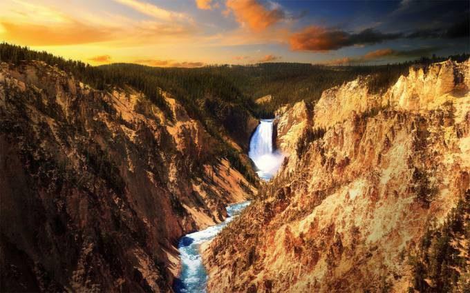 7. Yellowstone Falls, Wyoming