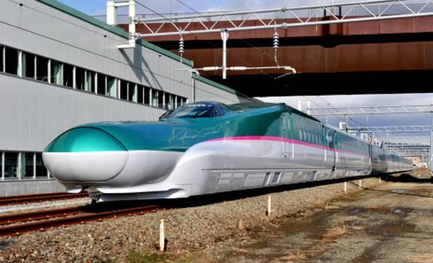 E5 Series Shinkansen Hayabusa (1)