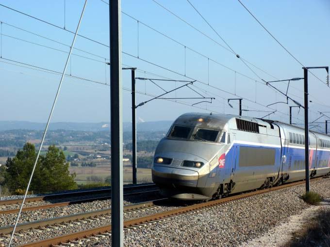 TGV_Réseau_Duplex_604_(LGV_Sud-Est,_Bouches-du-Rhône,_France)