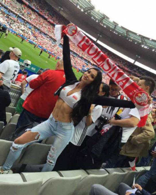 hot-euro-2016-female-fans-17