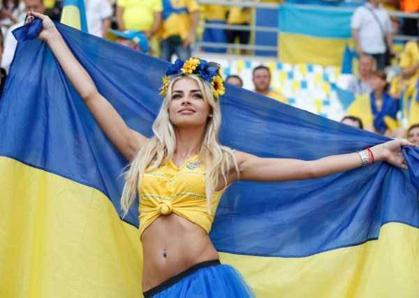 hot-euro-2016-female-fans-41