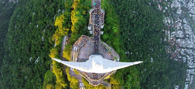 1. รูปปั้นพระเยซูคริสต์, ริโอ เดอ จาเนโร ประเทศบราซิล