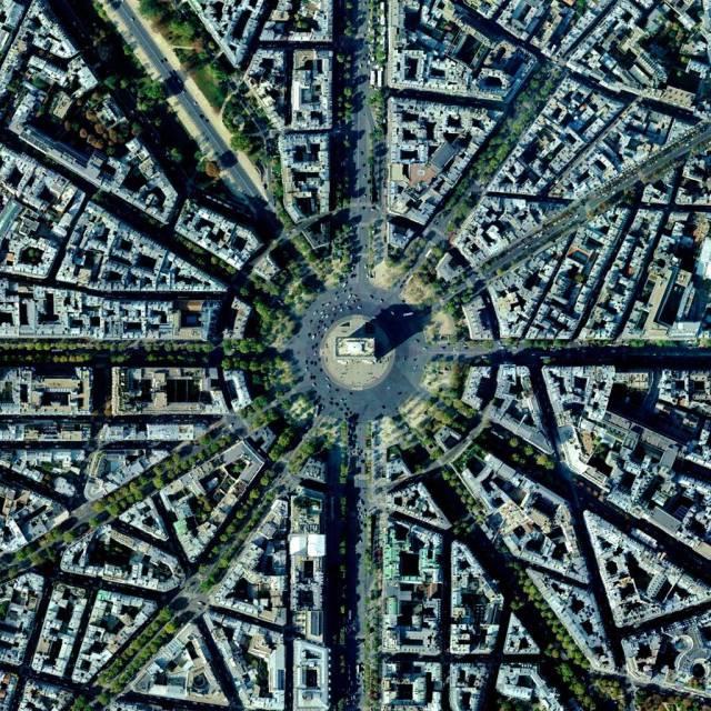 1. Arc de Triomphe