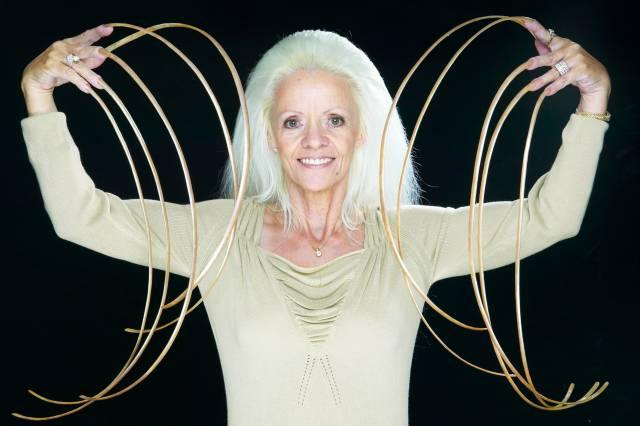 2. หญิงผู้มีเล็บยาวที่สุดในโลก