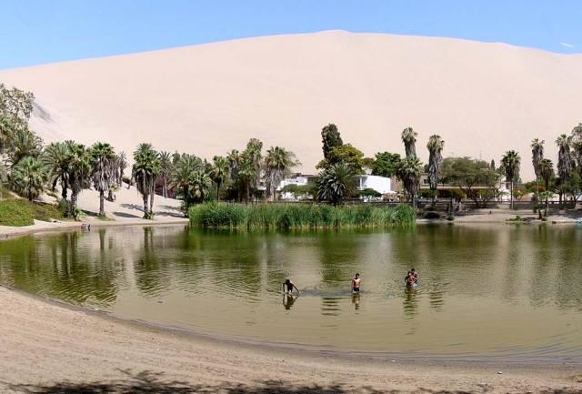 2. Huacachina Oasis ประเทศเปรู 1