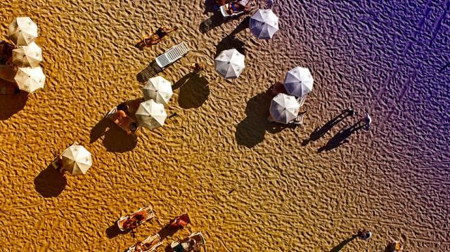 20. ชายหาด เมืองริโอ เดจาเนโร ประเทศบราซิล