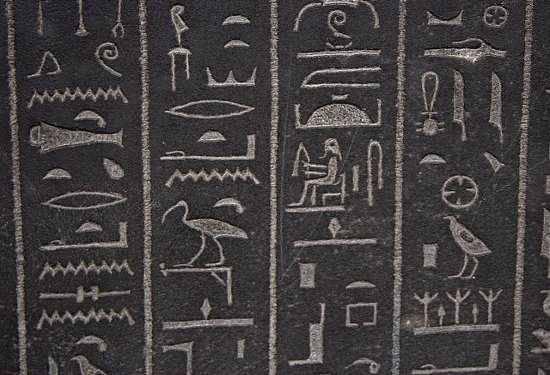 5. อักษรภาพอียิปต์โบราณ