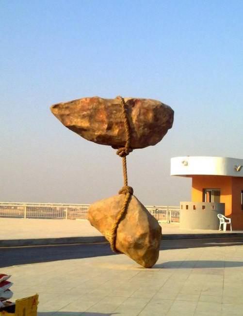 14. หินลอยได้ที่ตั้งอยู่ที่ กรุงไคโร ประเทศอียิปต์