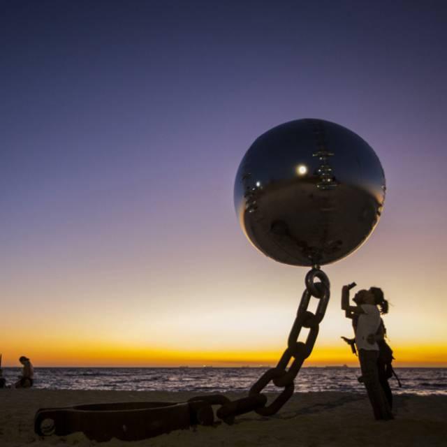 22. ลูกบอลลอยได้ ที่ออสเตรเลีย