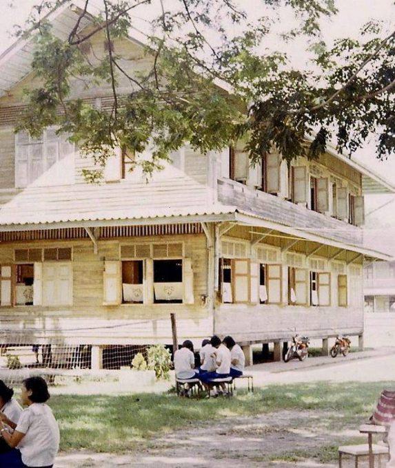 38. ภาพเด็กนักเรียน ที่จังหวัดอุบลราชธานี ปี 19701