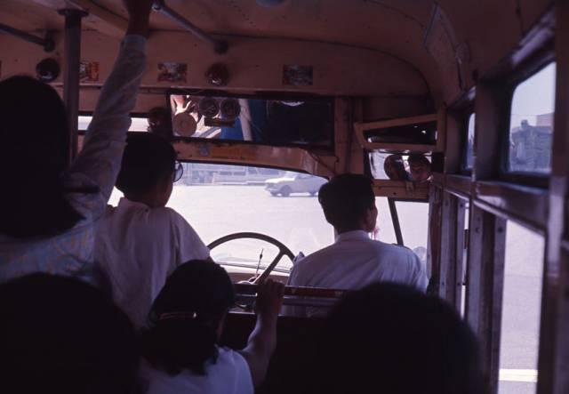 62. ท่านั่งแปลกๆ ของคนขับรถสมัยก่อน กรุงเทพ ปี 1970