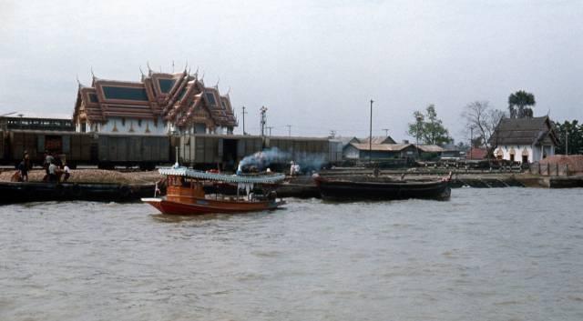 66. เรือท่องเที่ยวหน้าวัด กรุงเทพฯ ปี 1970