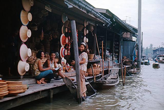 67. ร้านค้าริมคลอง กรุงเทพฯ ปี 1970