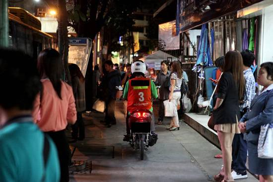 motorcycle-run-on-sidewalk-1